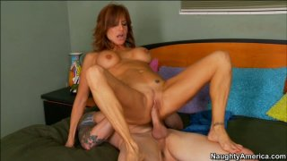 Tara Holiday enjoys pussy diver and gives blowjob